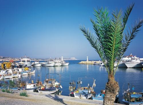 Zypern hat - neben dem Tourismus - vor einen Wirtschaftssektor: die Finanzwirtschaft. Diese wird nun von den Euro-Partnern im Gegenzug für Hilfsgelder radikal zurechtgestutzt. Welche Zukunft hat die Insel?