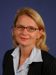"""Astrid Kraus ist Steuerberaterin und Aktivistin für Steuergerechtigkeit in Köln. Nebenher engagiert sie sich bei Attac und der Partei Die Linke. Googles Steuervermeidungsmodell hat Kraus in einem detaillierten Aufsatz aufgeschlüsselt. """"Wie Google ganz legal (fast) keine Steuern zahlt"""" findet man am besten durch Googeln"""