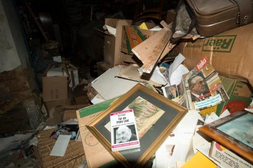 Dunkle Zeitgeschichte im Kellerabteil: In diesen Räumen lagerten die Neonazis rund um Gottfried Küssel für Jahrzehnte das, was sie nicht mehr brauchten - von Möbeln bis zu Zeitschriften und Videokassetten