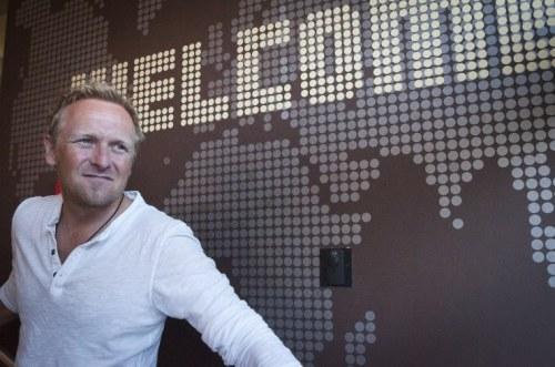 Marcus Praschinger, 45, einer der beiden Gründer des Wombat's, in seinem Hostel am Naschmarkt (Foto: Hans Hochstöger)