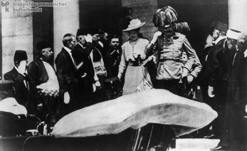 Sein letzter Weg: Franz Ferdinand und seine Gattin auf Besuch in Sarajevo im Juni 1914