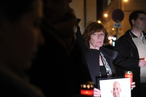 Hält Mahnwache vor dem Kaiserbründl: Aeryns Mutter Kathy Gilleran (Foto: Heribert Corn)