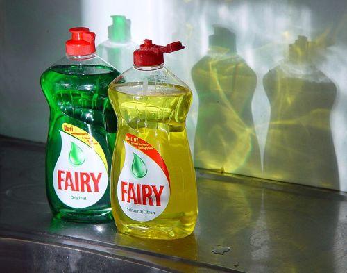 Reicht eine Zeitlang: Fairy Ultra - oder jedes andere Geschirrspülmittel