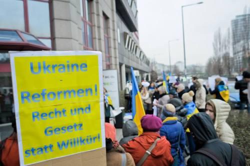 Ukrainische Aktivisten demonstrierten am Donnerstag vor der Staatsanwaltschaft gegen die Österreich-Verwicklungen ukrainischer Oligarchen