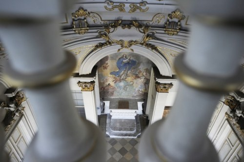 Blick auf den Altar in der Hauskapelle (Foto: Corn)
