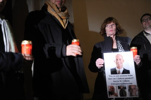 "Gillern's mother Kathy and others holding a vigil in front of the ""Kaiserbründl"" in Vienna in 2013 (Photo: Corn)"