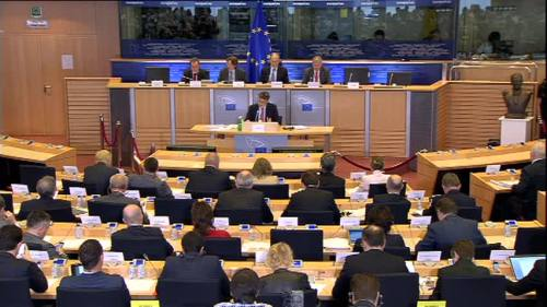 Vergangenen Mittwoch trat Jonathan Hill vor den Wirtschaftsausschuss des EU-Parlaments Drei Stunden lang stellte er sich den Fragen der Abgeordneten