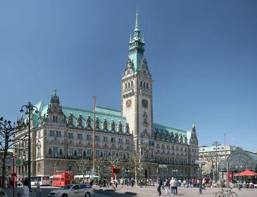 Zum Beispiel Hamburg: Müssen Volkshochschulen privatisiert und Fracking am Stadtrand zugelassen werden? (Foto: Wikipedia)
