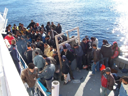 Bootsflüchtlinge vor Lampedusa (Wikipedia)