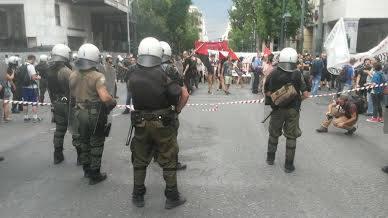 Polizei-Sondereinheiten beschützen den