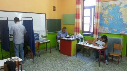 Tage darauf: ein Referendums-Wahllokal auf einer Ägäis-Insel (Foto: Gepp)