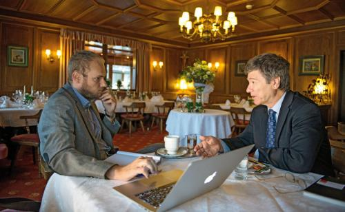 profil traf Jeffrey Sachs am Rand des Forums Alpbach in Tirol (Foto: Luiza Puiu)