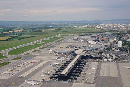 ... und der Flughafen Wien-Schwechat.